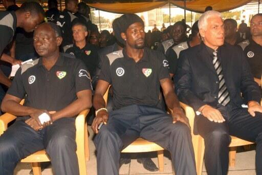 Les Eperviers, avec Emmanuel Adebayor (au centre) et Hubert Velud (à droite), sont de retour à Lomé.