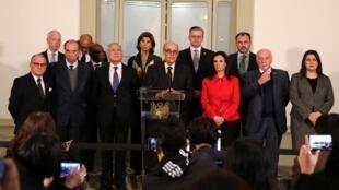 Ministro peruano das Relações Exteriores, Ricardo Luna (centro), ladeado por ministros da América Latina em reunião sobre a crise na Venezuela, em 8 de agosto de 2017