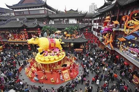 Quang cảnh đi lễ chùa tại Trung Quốc.