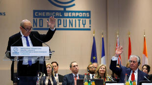 Representantes de 24 países reunidos em Paris chegaram a um acordo para tentar impor sanções contra o regime de Damasco.