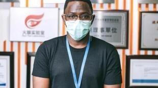 Cientista angolano Valdemar Tchipenhe com pesquisa aplicada em campo, actualmente no Togo numa unidade chinesa.