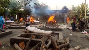 crematorium-Sarai-Kale-Khan-New-Delhi-inde-covid-avril-2021
