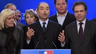 Ông Jean-Francois Cope (giữa) trong cuộc họp báo tại trụ sở đảng UMP ngày 19/11/2012.
