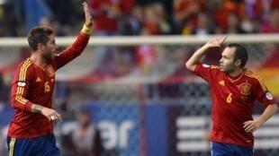 Sergio Ramos da Andres Iniesta.