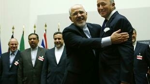French Foreign Minister Laurent Fabius with Iranian Foreign Minister Mohammad Javad Zarif in Geneva in November 2013