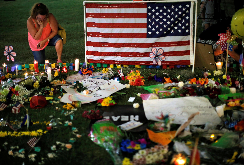 Memorial em homenagem às vítimas do massacre na discoteca Pulse de Orlando.