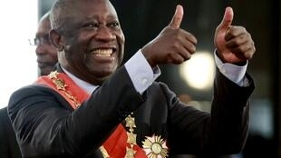 Gbagbo gives the thumbs-up during his swearing-in ceremony at the presidential palace in Abidjan, 4 December