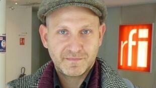 El contrabajista argentino Ariel Eberstein en RFI