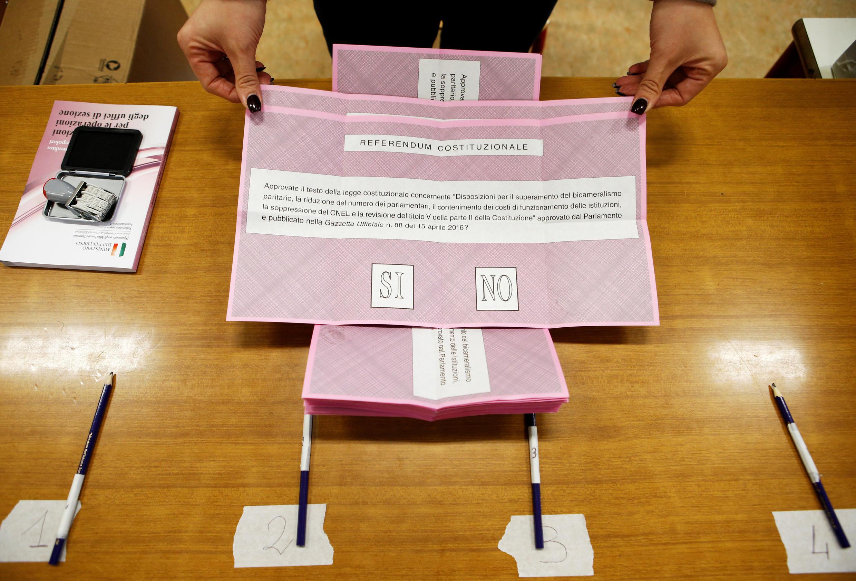 As seções eleitorais italianas abriram suas portas às 7h no horário local.