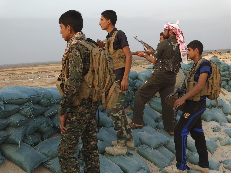 Бойцы в провиции Аль-Альбар участвуют в спецоперации против исламистов, 31 октября 2014 г.