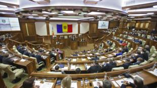 Парламент Молдовы (архив)