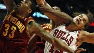 Joakim Noah, dos Chicago Bull, eleito o melhor defesa da NBA 22/04/14