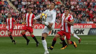 Cristiano Ronaldo, estrela do Real Madrid, joga em terreno catalão (29/10/2017).