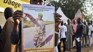 A quand le procès des agresseurs des bérets verts et autres ? c'est ce que réclame cette affiche, Sikasso, le 30 novembre 2016.