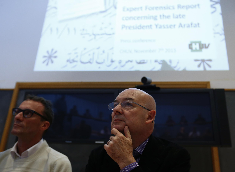 Ông Francis Bochud, giám đốc Viện nghiên cứu vật lý phóng xạ Lausanne trả lời báo chí - REUTERS/Denis Balibouse