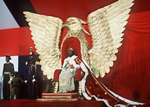 L'empereur centrafricain Jean-Bedel Bokassa lors de son autoproclamation, à Bangui, le 4 décembre 1977.