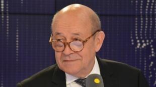 "Jean-Yves Le Drian  وزیر امور خارجۀ فرانسه در استودیو رادیو"" france info "" اول اوت ٢٠۱٨"