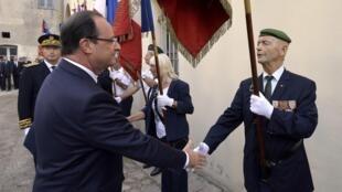 Le président François Hollande en visite en Corse, pour marquer le 70e anniversaire de sa libération, le 4 octobre 2013.