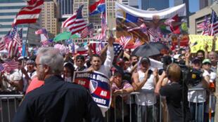 Manifestación en Dallas por una reforma completa de la Ley de Inmigración.