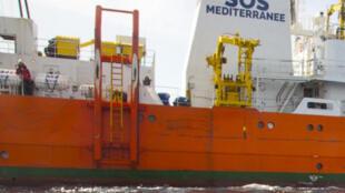 L'Aquarius, bateau affrété par l'Association SOS Méditerranée...pour aider les migrants en perdition en méditerranée.