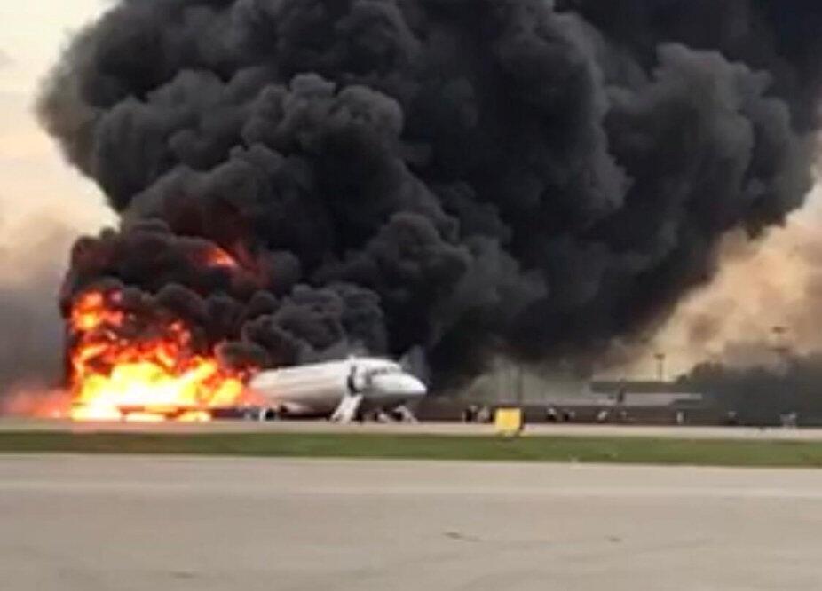 Корпус самолета SSJ100 выгорел почти полностью