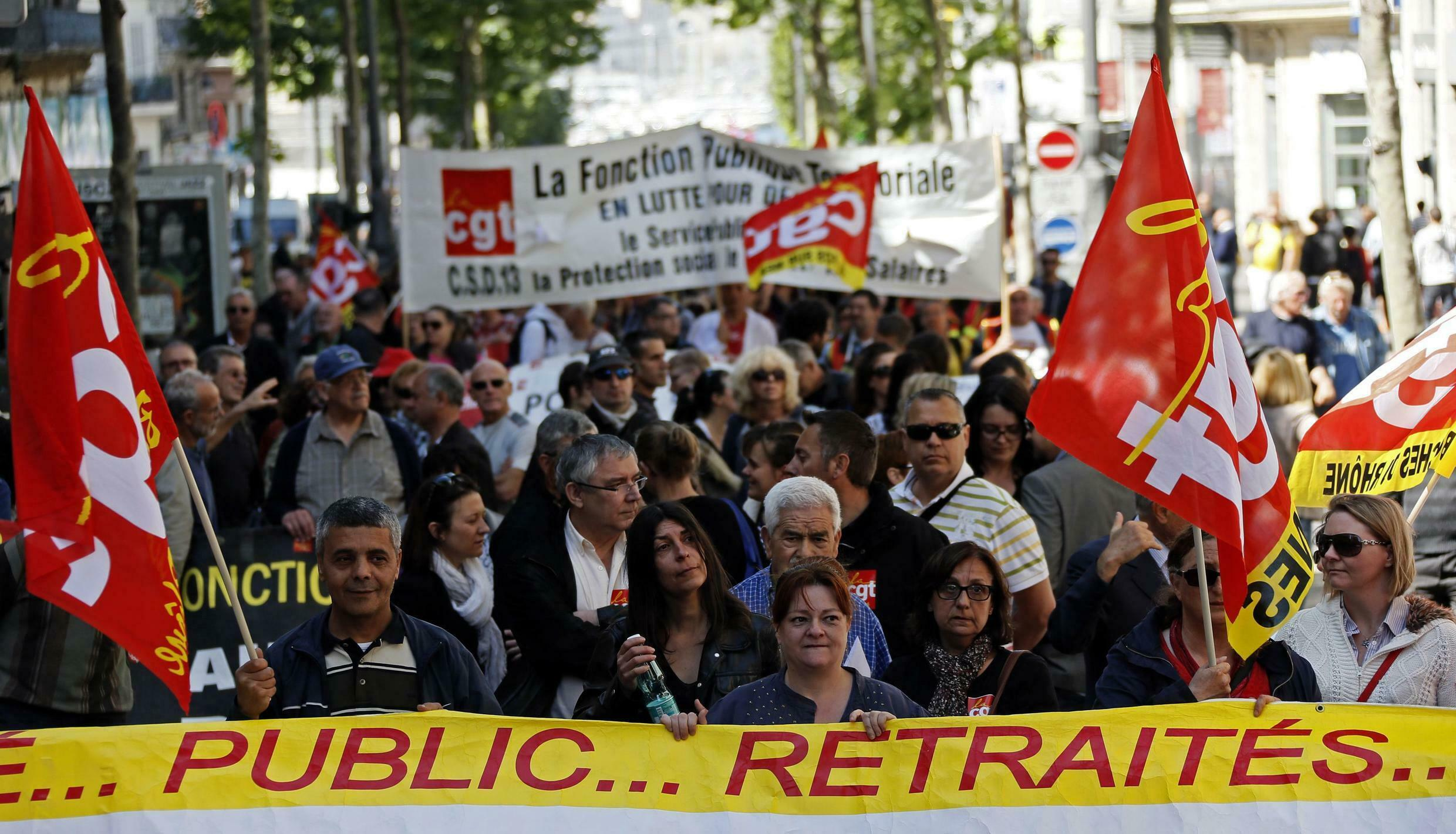 Civil servants demonstrate in France on 15 May, 2014