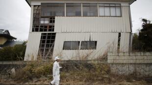 Une maison endommagée par le tremblement de terre de 2011, à Okuma.