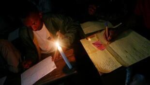 Bureau de vote en 2006 lors de l'élection présidentielle à Madagascar (photo d'illustration).