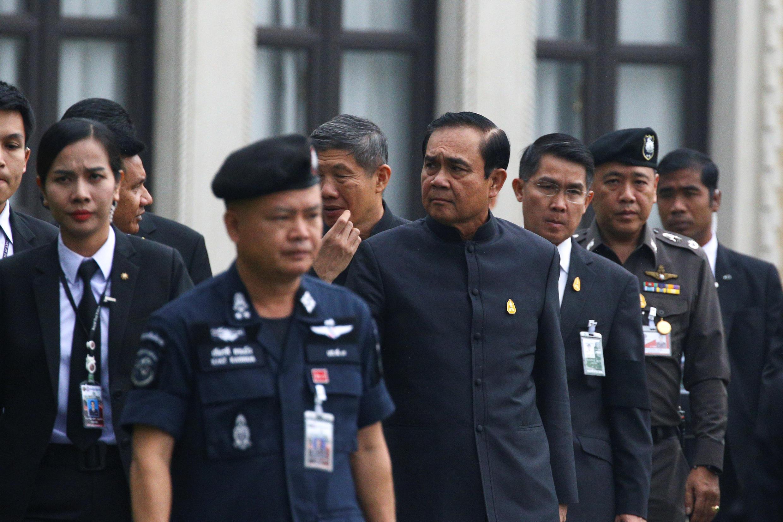 Thủ tướng Thái Prayuth Chan-ocha đến họp nội các hàng tuần ngày 10/01/2017.