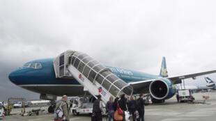 Một phi cơ của Vietnam Airlines tại phi trường Roissy - Paris. Ảnh chụp tháng 5/2010.