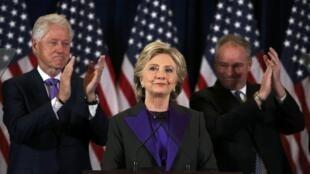 Em seu discurso após a derrota, Hillary Clinton se disse disposta a ajudar Donald Trump