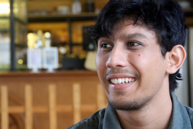 Muhammad, dans le café où il travaille.