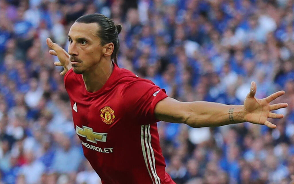 Mshambuliaji mpya wa Manchester United, Zlatan Ibrahimovic akishangilia moja ya goli alilofunga wakati wa mchezo wa ngao ya Hisani hivi karibuni.