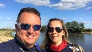 O piloto e fabricante de balões Luiz Paulo de Assis e sua esposa