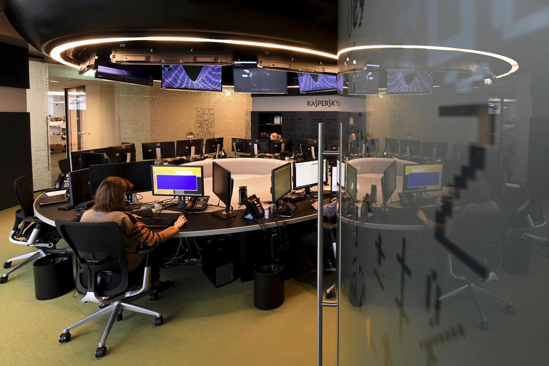 Tại trung tâm kiểm soát an ninh mạng Nga Kaspersky, Matxcơva ( Ảnh chụp ngày 17/10/2016)