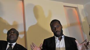 Charles Konan Banny, patron de la Cdvr et le footballeur Didier Drogba, à Londres, le 20 septembre 2011.