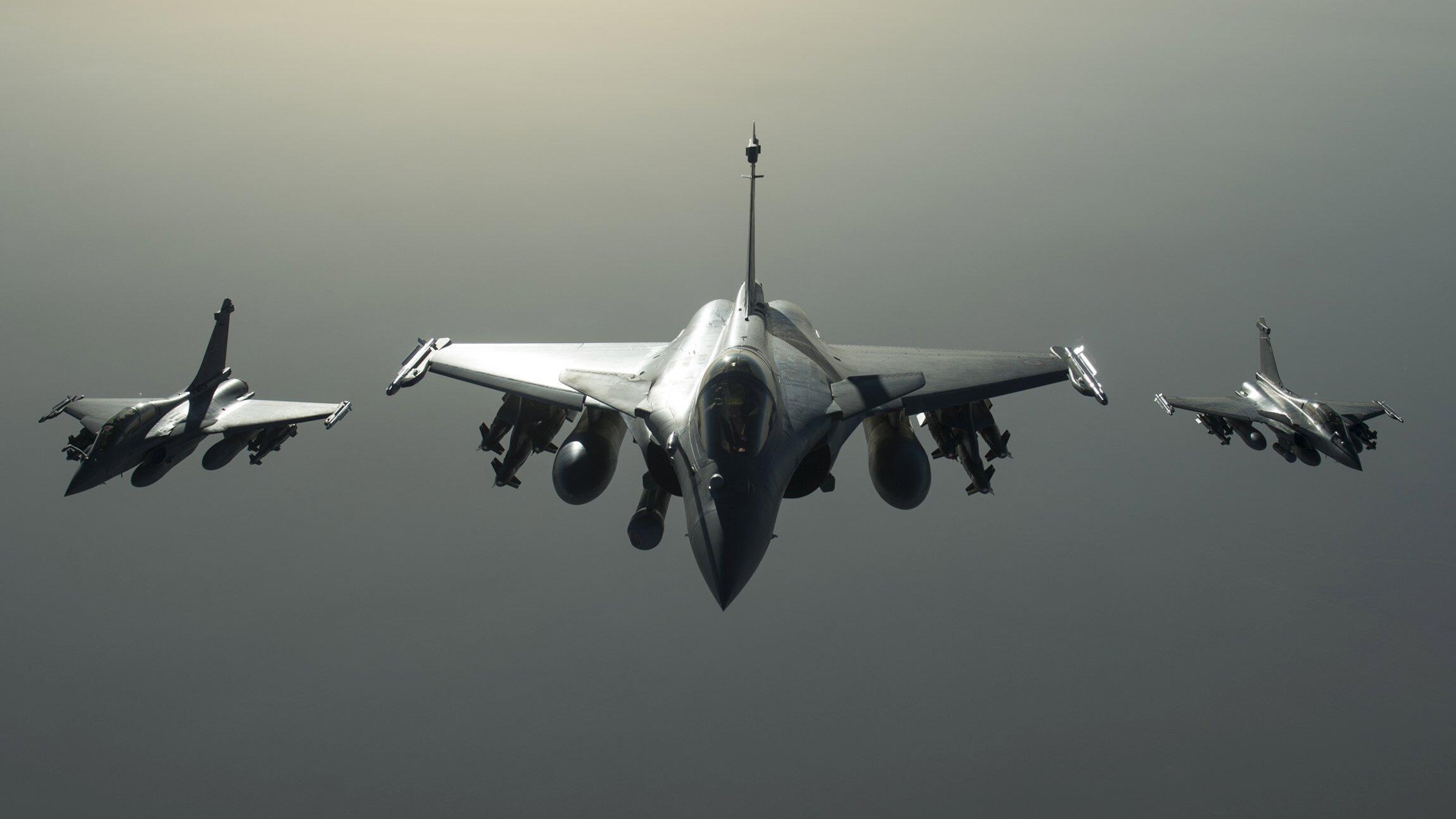 Caças franceses bombardearam reduto do Estado Islâmico