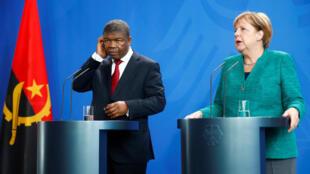 João Lourenço e Angela Merkel em declarações aos jornalista. Berlim, 22/08/18