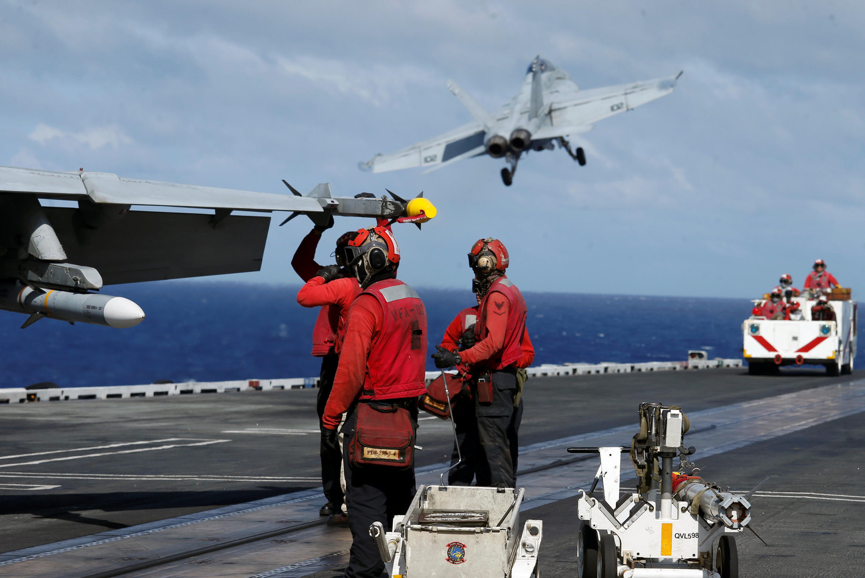Ảnh minh họa : Tàu sân bay Mỹ USS Ronald Reagan ở Biển Đông. Ảnh 30/09/2017.