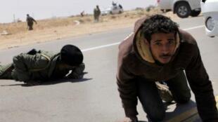 Insurgentes atacados por los pro-Kadafi en Brega