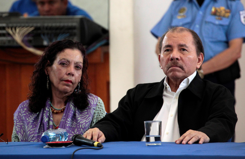 El presidente nicaragüense Daniel Ortega y su esposa, la vicepresidenta Rosario Murillo, durante la primera ronda de diálogo con la oposición.