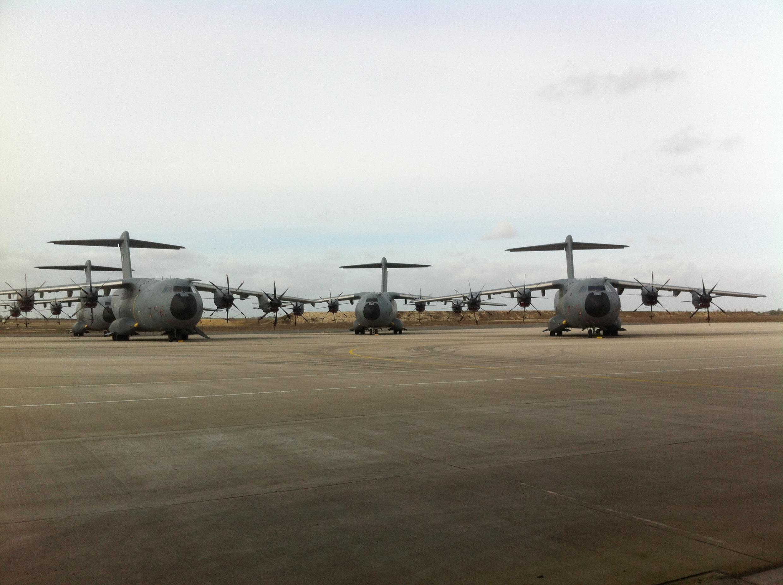 Avions de transport A400M bénéficiant des premières capacités de largage de parachutistes et de transport en zone de guerre.