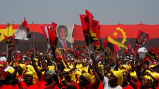Wafuasi wa Joao Lourenço, wakikusanyika kwa mkutano wa mgombea wa MPLA, Agosti 17, 2017, kabla ya uchaguzi mkuu Angola.