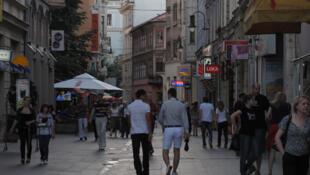 Ferhadija, la rue commerçante où les Sarajeviens sont nombreux à venir se balader et sur laquelle on trouve toutes les grandes enseignes internationales.
