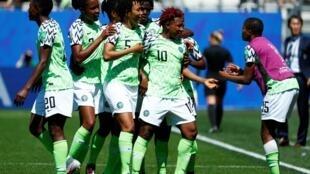 Les Nigérianes fêtent leur premier but dans ce Mondial 2019 face à la Corée du Sud, le 12 juin 2019 à Grenoble.