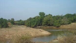 La rivière de la Pendjari serpente au bord de la réserve entre le Bénin et le Burkina Faso.