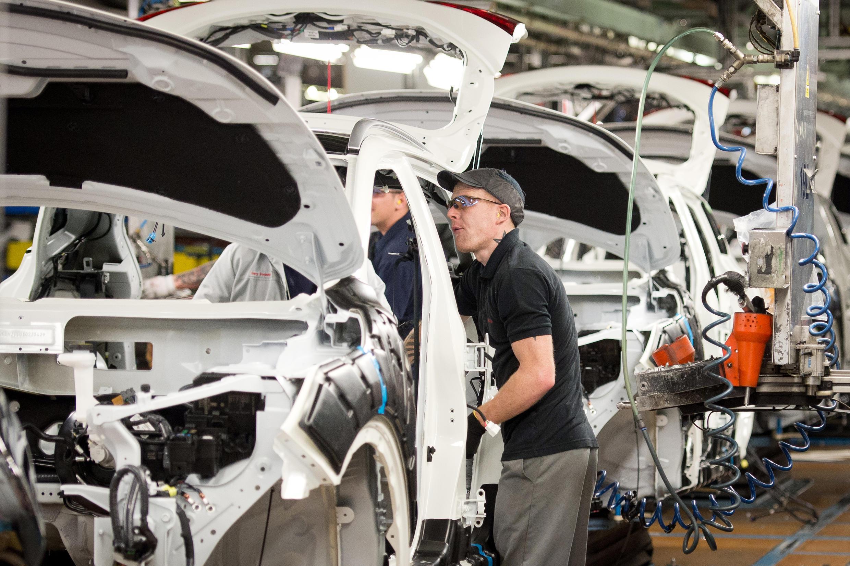 Sur une chaîne de montage de voitures à l'usine Nissan de Sunderland, dans le nord-est de l'Angleterre, le 22 janvier 2014.
