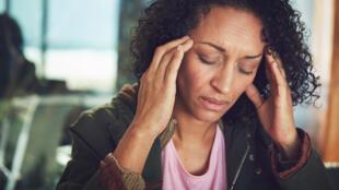 La migraine touche trois fois plus de femmes que d'hommes dans le monde.