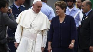 A presidente Dilma Rousseff deu as boas vindas ao papa Francisco nesta segunda-feira 22 de julho de 2013