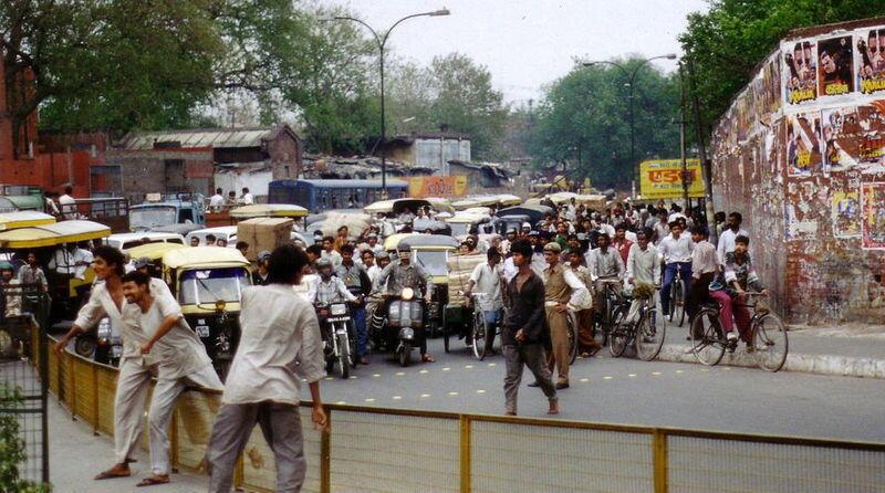 Traffic in Delhi, India. File.